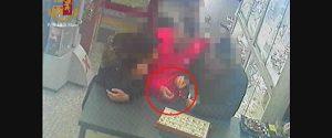 Furto in gioielleria, portarono via bottino da 6 mila euro: tre arresti a Ragusa - Video