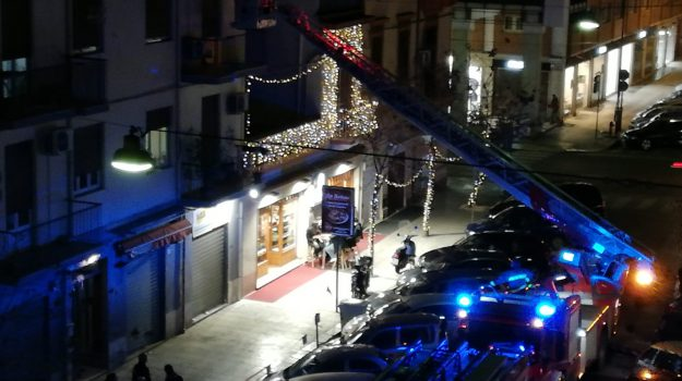 cadavere, via La Marmora, vigili del fuoco, Palermo, Cronaca