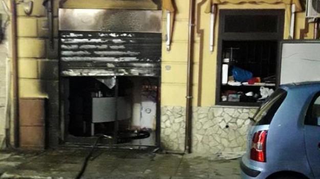 centro estetico, incendio, via Pindemonte, Palermo, Cronaca