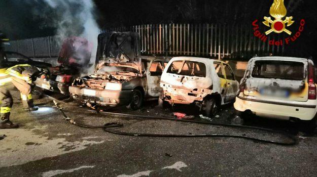 Incedio auto, Nunziata di Mascali, vigili del fuoco, Catania, Cronaca