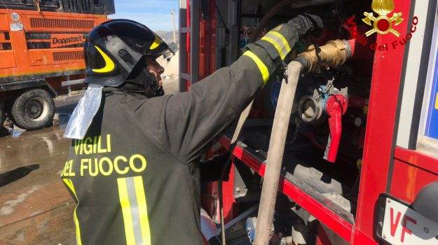 contrada Cozzaro, incendio, marsala, Trapani, Cronaca