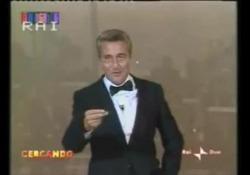 Addio a  Pino Caruso, lo sketch sull'Indipendenza siciliana «È per questo che sono ottimista... che Dio vi assista», su Rai2 la comicità del comico palermitano scomparso a 84 anni - Corriere Tv