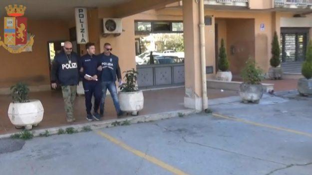 Nasconde droga a casa della madre, arrestato a Piazza Armerina: il video