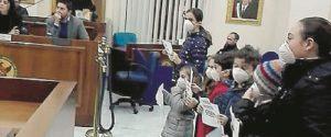 Bimbi contro l'inquinamento, protesta in Consiglio a Melilli