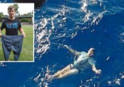 Cade in mare dalla barca a vela e si salva trasformando i jeans in salvagente  Un 30enne resiste  tre ore prima dell'arrivo dei soccorsi - Dalla Rete