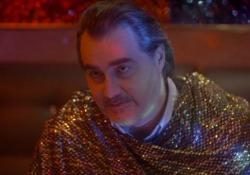 Da telecronista ad attore, il cameo di Pierluigi Pardo nella seconda stagione di «Sandro»  Interpreta il ruolo di un guru, nella serie scritta e diretta da Il Terzo Segreto di Satira - Corriere Tv