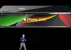 Ecco l'iPhone pieghevole. L'idea di un designer italiano Le affascinanti immagini dell'«iPhone X Fold» fanno sognare i fan della Mela - CorriereTV