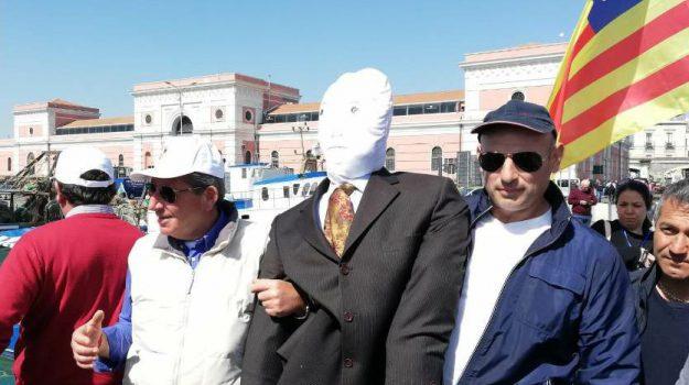 fantoccio, latte, mare, Catania, Economia