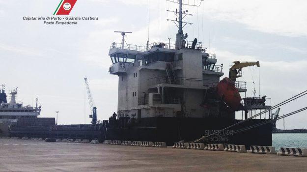 inquinamento, nave in avaria, porto empedocle, Agrigento, Cronaca