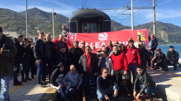 gioiosa marea, protesta edili, treni, Sicilia, Cronaca