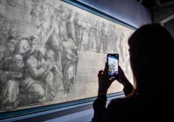 Il Cartone di Raffaello, ultimo atto: la chiusura della teca    A Milano, alla Pinacoteca Ambrosiana, torna visibile al pubblico il disegno del maestro - Corriere Tv