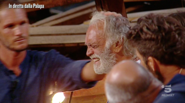 Isola dei Famosi 2019, reality show, Fabrizio Corona, Riccardo Fogli, Sicilia, Società