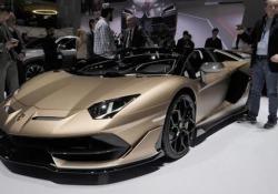 Le due scoperte di Lamborghinidopo l'anno dei record Huracàn Evo Spyder e Aventador SVJ Roadster: sono le (emozionanti) novità presentate al Motor Show. Stefano Domenicali: «Il 2018 è stato eccezionale: +51%, 5.700 vetture consegnate... E anche quest'anno promette bene» - CorriereTV