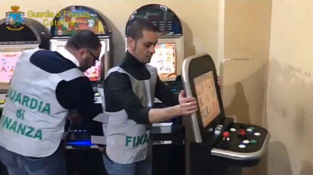 bar, grammichele, sequestro, slot machine, Catania, Cronaca