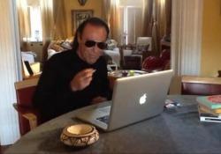 Venditti confida: «Ho rischiato dii morire. Mi ha salvato la manovra di Heimlich» Il cantautore romano racconta su Facebook il brutto episodio prima del concerto a Roma - Corriere Tv