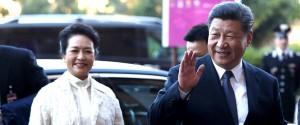 Il presidente cinese Xi Jinping con la moglie all'arrivo a Palazzo dei Normanni