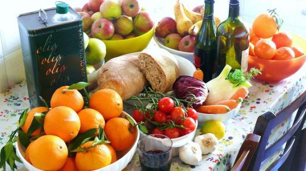 I cibi tipici della dieta mediterranea (fonte: G.steph.rocket, Wikipedia)