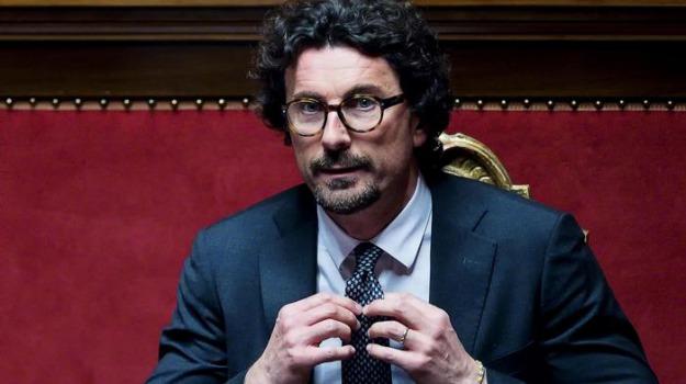 corruzione, provveditorato opere pubbliche, tangenti, Danilo Toninelli, Palermo, Politica