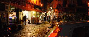 Movida a Palermo, si cambia: stop asporto di alcolici in bottiglie di vetro dopo le 20