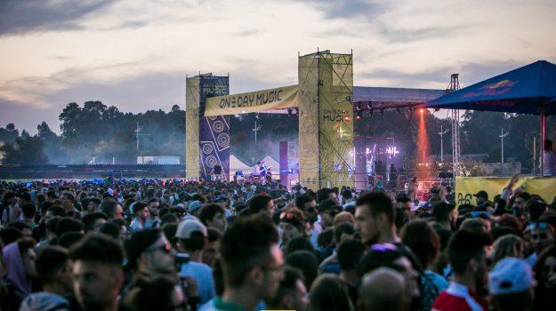 Lido Azzurro, One Day Music Festival, Catania, Società