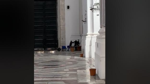 chiesa di San Nicolò l'Arena, rissa, scazzottata, Catania, Cronaca