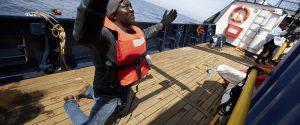 """Migranti, l'appello di Sea Eye a Malta: """"Il tempo peggiora, aiutateci"""""""