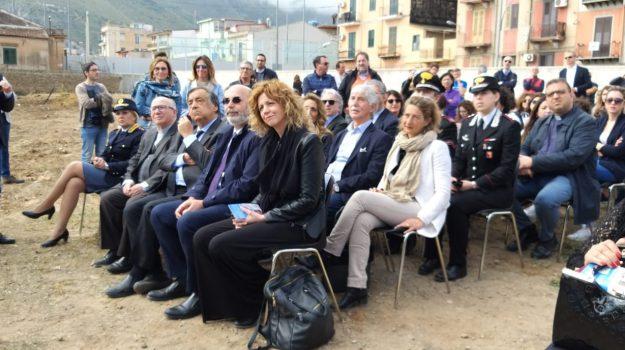 asilo brancaccio, vandali, Barbara Lezzi, Palermo, Cronaca