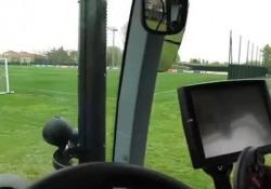 Bologna, Dijks guida un trattore per arrivare agli allenamenti I tifosi del Bologna lo chiamano il