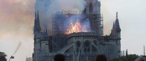 Da Notre Dame di Parigi alla Cappella della Sindone: il fuoco nemico dell'arte