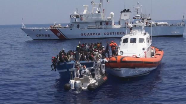 Barconi, Lampedusa, migranti, Sicilia, Cronaca