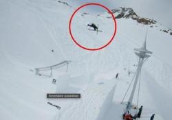 Il salto da record con gli sci Il nuovo primato mondiale in altezza nell'«high quarterpipe» - CorriereTV