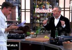 Incidente nella finale di Masterchef, Gilberto si taglia e manda lo chef Barbieri a cucinare Chef Barbieri cucina al suo posto.    - Corriere Tv
