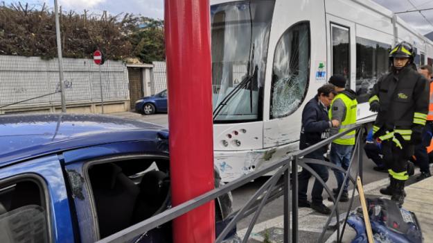 incidente, tram, viale regione siciliana, Palermo, Cronaca