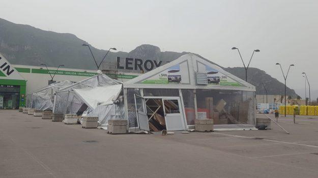 Danni per lo scirocco a palermo il forte vento sradica il for Leroy merlin palermo mondello