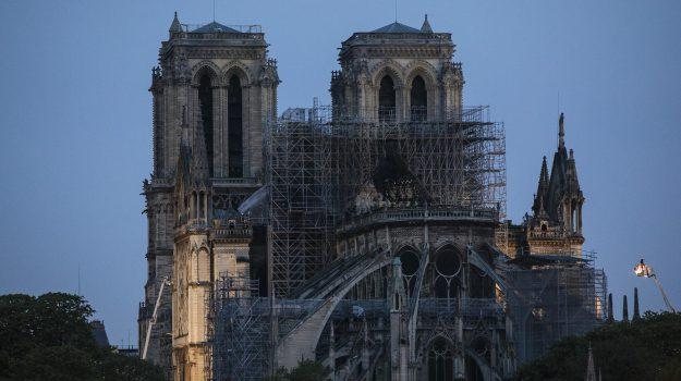 incendio Notre-Dame, parigi, sigaretta, Sicilia, Mondo