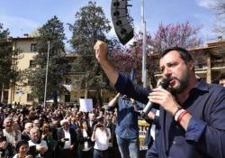 Salvini ai ragazzi presenti al comizio: «Salutatemi i prof di sinistra che tanto non mancano mai» Il ministro dell'Interno durante un comizio a Firenze - Agenzia Vista/Alexander Jakhnagiev