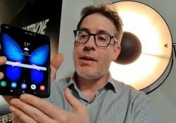 Samsung Galaxy Fold provato: le nostre impressioni Due ore a Londra in compagnia del primo  smartphone pieghevole. La forma è giusta, al software mancano le app che giustifichino il nuovo formato - Corriere Tv