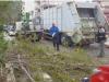 Pasquetta col vento di scirocco in Sicilia: a Palermo alberi sradicati e calcinacci sulle auto, isolate le Eolie