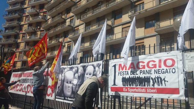 ex sportellisti, sciopero della fame, sit in, Antonio Scavone, Palermo, Cronaca
