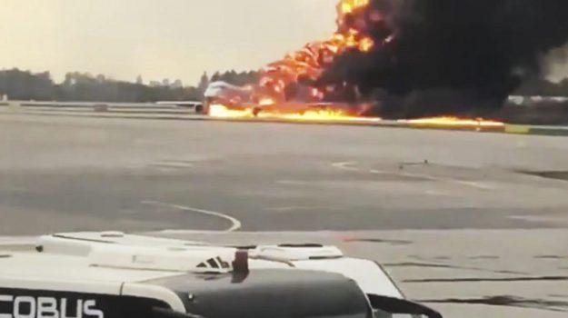 aereo, atterraggio d'emergenza, Mosca, Sicilia, Mondo