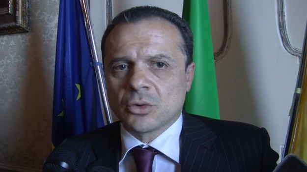 comuni, Cateno De Luca, Messina, Politica