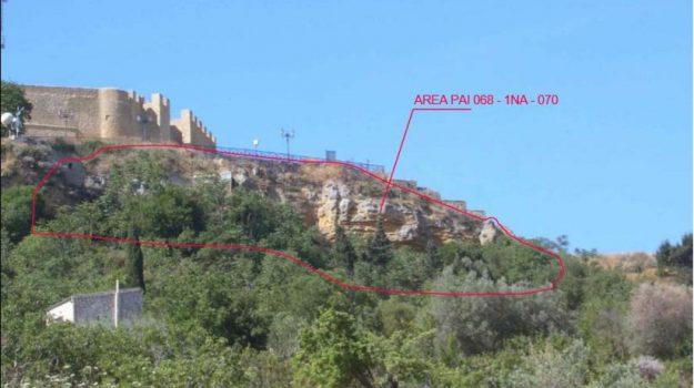 castello Chiaramontano, naro, regione, Agrigento, Economia