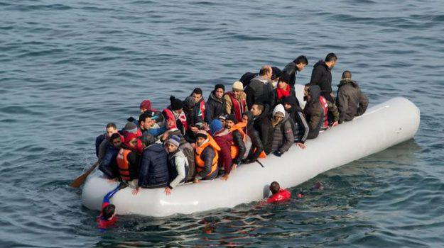 bimbi morti, migranti, naufragio egeo, Recep Tayyip Erdogan, Sicilia, Mondo