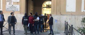 Fiumi di droga in Sicilia, i ruoli dei 19 arrestati: la cassa della banda in un distributore di benzina