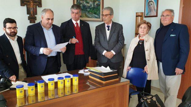 Barattolo di emergenza, Lions Club Giarre, Salvino Barbagallo, Catania, Cronaca