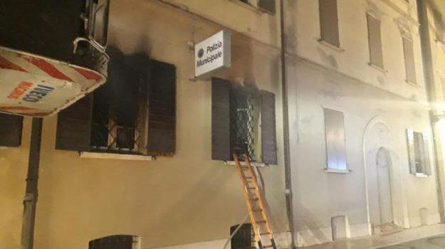 incendio, Mirandola, polizia municipale, Sicilia, Cronaca