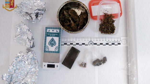 Nasconde Hashish E Marijuana A Regalbuto: Arrestato 58enne