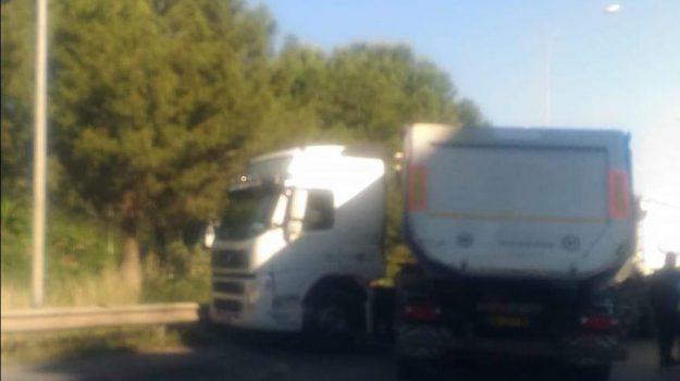 incidente tir, via regione siciliana, Palermo, Cronaca