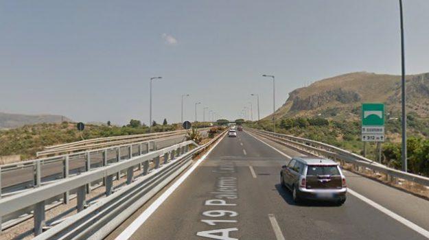 a19, suicidio, viadotto Eleuterio, Palermo, Cronaca