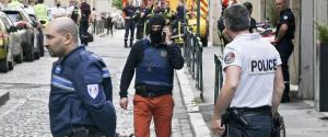 Esplode un pacco bomba, paura a Lione: tredici feriti, il presidente Macron conferma l'attacco terroristico